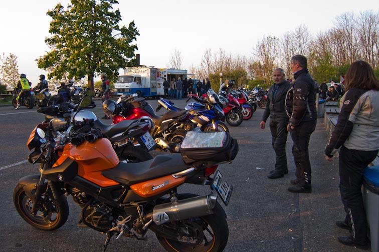 Motorradtreff Löwensteiner Platte, Sonntags Abends um halb acht.