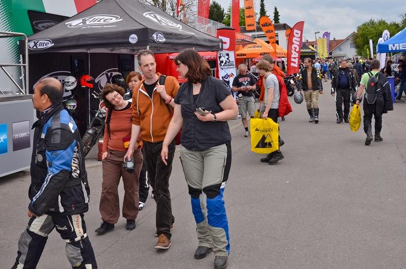 Mit Sonja, Claudio, Tomy und Dian auf dem Touratech-Gelände.