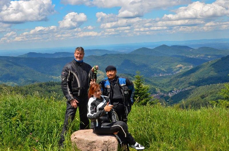 Ralf, Dian und Tomy an meinem Lieblingsaussichtspunkt im Nordschwarzwald.