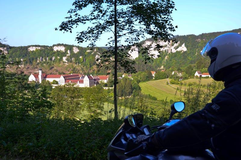 Blick-auf-Kloster-Beuron