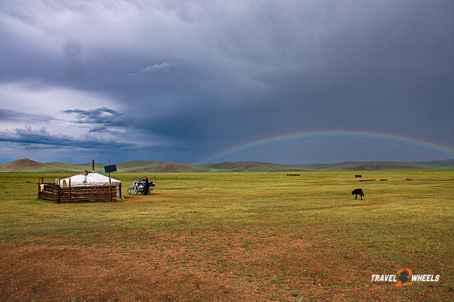 Stuttgart-Nepal 2018 Mongolei Jurte mit Regenbogen