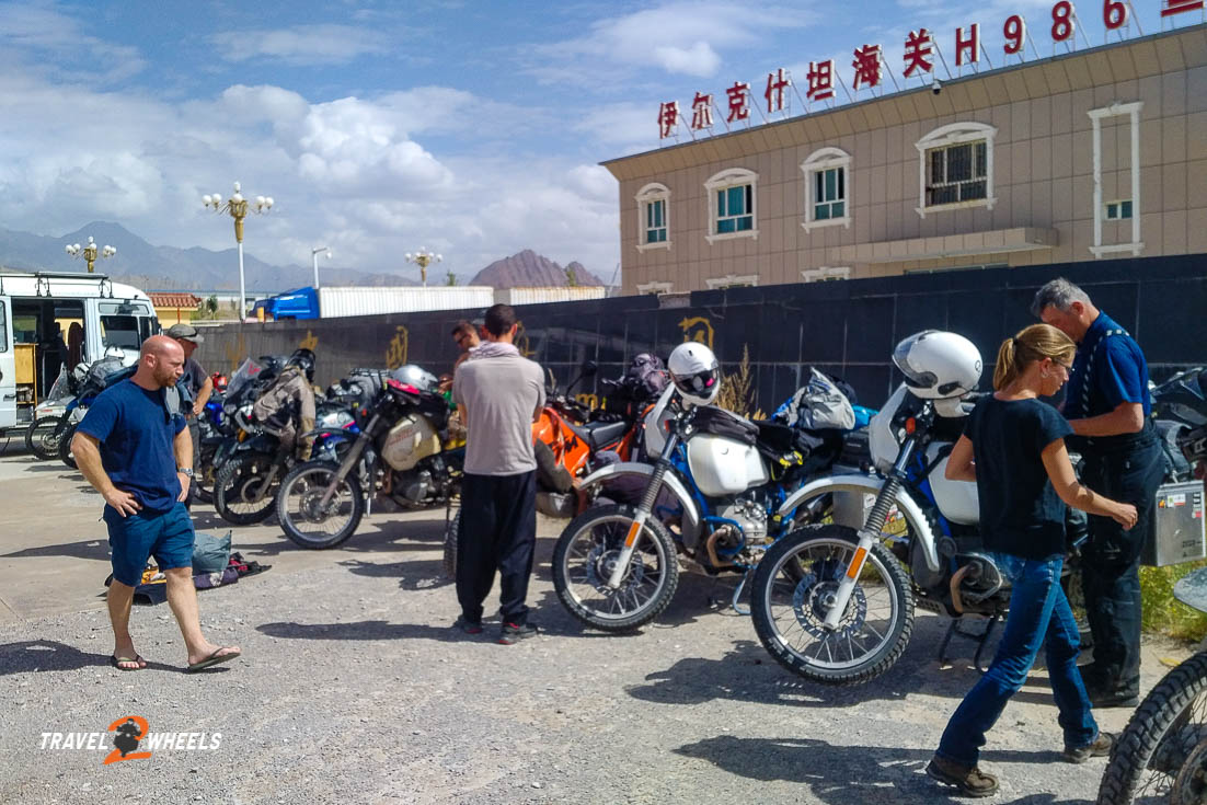 nepal2018 . china- am zollhof in ulugqat